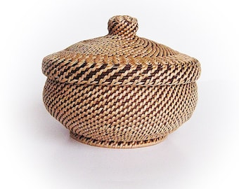 Woven basket with lid Woven wicker vessel Rustic interior home decor Eco friendly gift Ethnic table decor