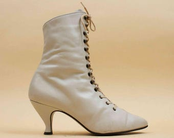 70s 80s Vtg Eggshell White LEATHER Lace Up Heel Ankle Boots / Mod Pointy Rocker Victorian / 7 Eu 37.5 37