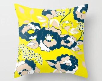 Pop Florals in Citrus Pillow Cover