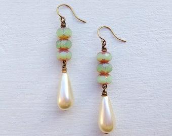 Pearl Earrings/Cream Pearl Earrings/Art Deco Earrings/Sea Green Earrings/Czech Glass Earrings/Light Green Earrings/Pearl Bridesmaid Earrings