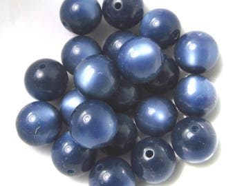 30 Vintage 11mm Blue-Gray Moonglow Lucite Beads Bd1944