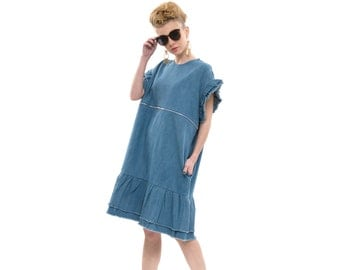 Denim Dress with Ruffle Sleeves and Raw Cut Edges in Washed Blue, T-Shirt Dress with Short Sleeves and Pockets for Day or Evening