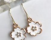 Girls Flower Earrings, White Flower Earrings, Girls Earrings, Girls Gold Earrings, Flower Earrings, Party Favor, Flower Girl