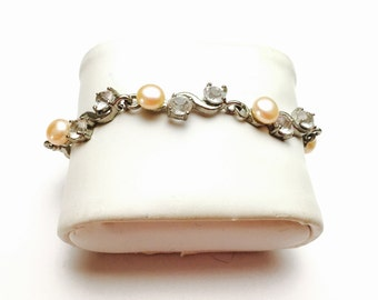 Vintage faux pearls  Bracelet, clear rhinestones Silver tone, wedding, Pre Holiday Item No. B137