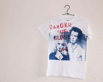 """Sid and Nancy T-shirt - Punk tee - Sex Pistols - Suicide Lovers - Dangerously Close to Love - SID VICIOUS & Nancy Spungen- Sm 36""""- Med 38"""""""