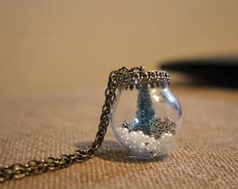 winter snow globe necklace, winter, evergreen necklace, Christmas Jewelry, Christmas Necklace, Christmas Tree Necklace
