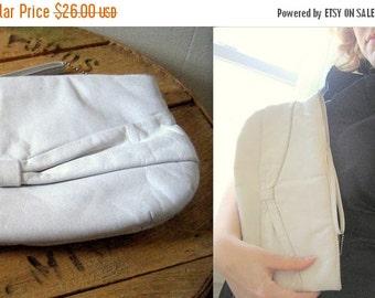 SALE Vintage Purse / Geniune Leather handbag clutch / snow white with bow / soft leather wedding