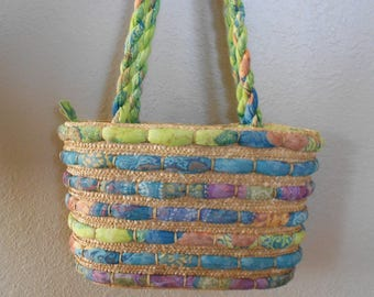 Summer purse.  Vintage beach purse.  Batik and straw.  Lined.