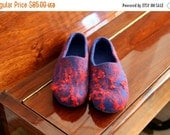 US8.5, EUR39, UK6 Women felt slippers Ready To Ship, blue slippers with red wool laces