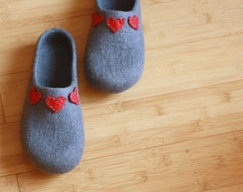 Women house shoes - felted wool slippers grey with red hearts - Mothers day gift - slippers with hearts - gift for her - felted clogs