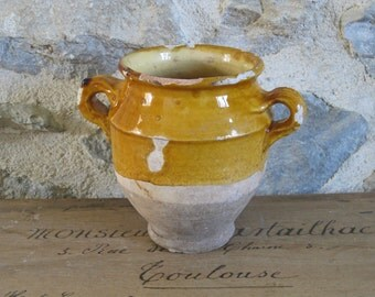 "French confit pot, rare small size 19th century ""graisselle"" ochre glazed terracotta pot for confit de canard"
