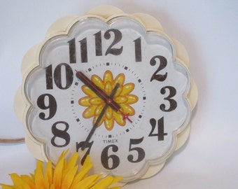 Vintage Timex Daisy Wall Clock.  Electric and Keeps Perfect Time.