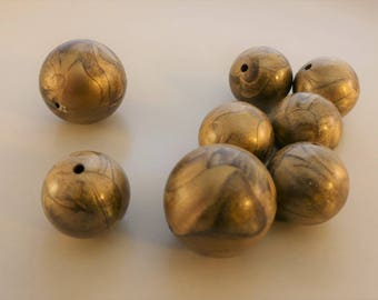 Vintage marbleized antique gold round plastic bead - 23 pcs. 16 and 20 mm.