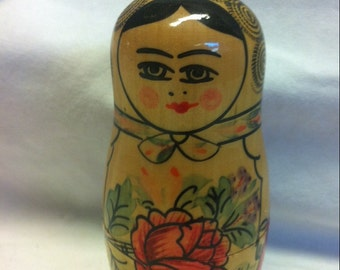 "Vintage Primitive Russian Matryoshka Babushka Nesting Doll 4""hand Painted Laquer single doll"