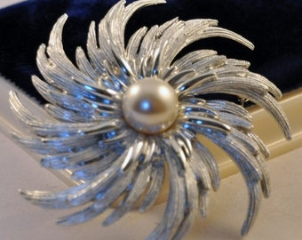 ON SALE Vintage Sarah Coventry 70's  Large Starburst Brooch - Exquisite