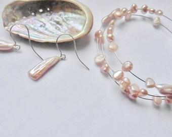 Pearl earrings Pearl dangles Keshi pearls pink Pearl bracelet Memory wire silverhook earrings Pearl set
