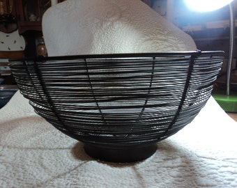 Vintage bowl made of metal wire