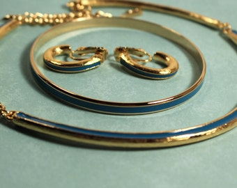 Avon Touch Of Blue Gold Tone Reversible Necklace, Bangle Bracelet and Clip Earrings - Vintage 1989