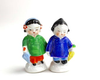 Vintage Boy Girl Salt and Pepper, Asian Children Shakers, Japan Hand Painted Ceramic 1950s Kitsch Salt and Pepper Shakers, Collectible