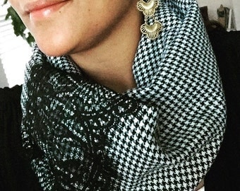 Infinity scarf. Handcrafted accessories. Black and White Houndstooth scarf. Lace scarf. Winter scarf. Sugarplum Gallery.