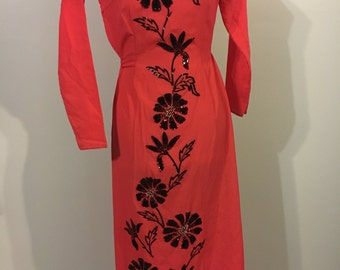 Stunning 1950s coral beaded tunic dress