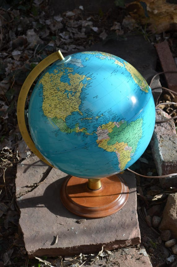 vintage patrimoine mondial globe lampe avec base en bois. Black Bedroom Furniture Sets. Home Design Ideas