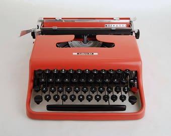 Pink Typewriter Olivetti Lettera 22