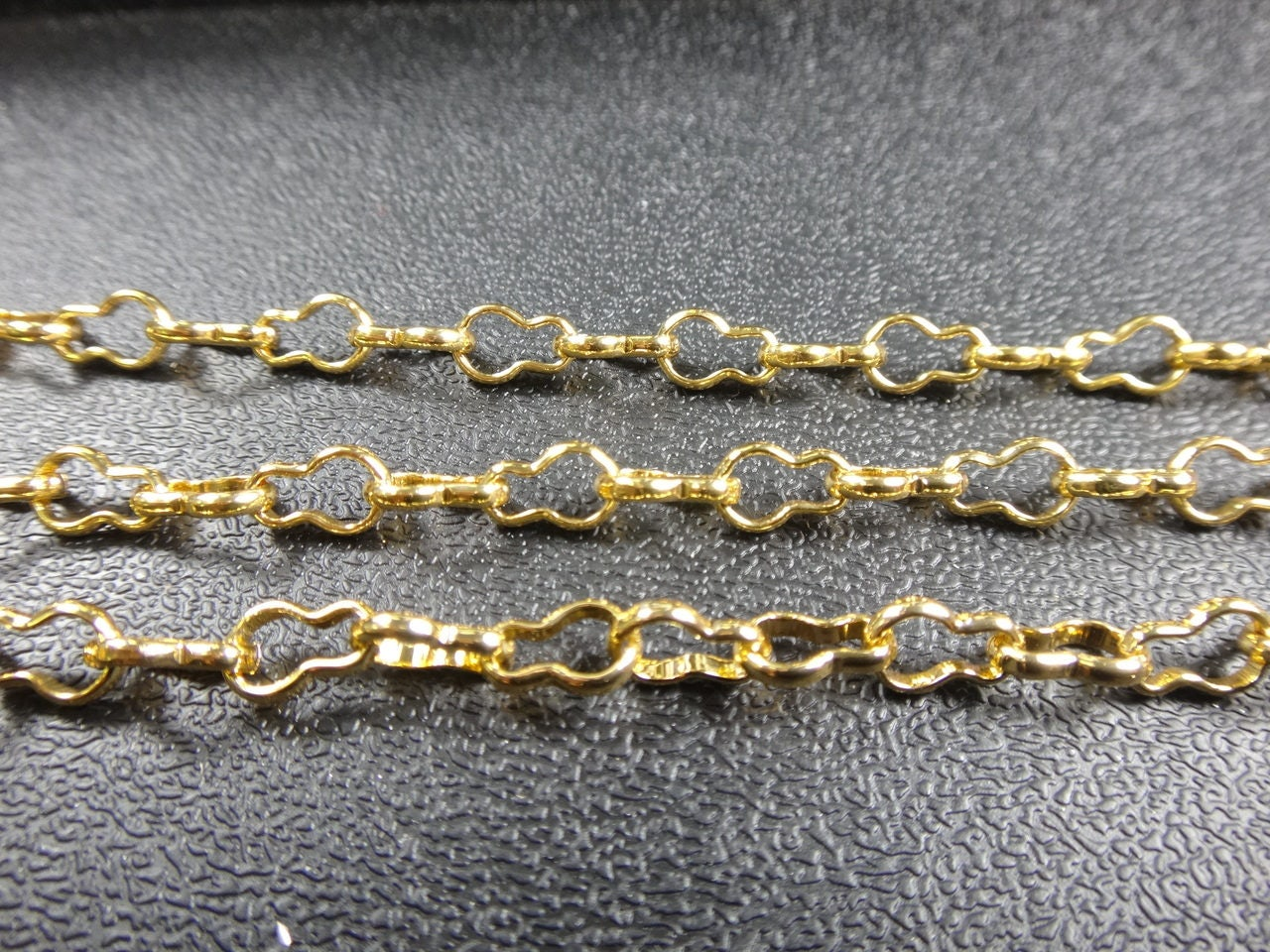 Aluminum gold crinkle peanut chain 8x5mm non tarnish for Craft chain by the foot