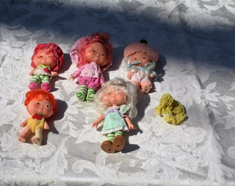 Vintage 1980s Lot of Five (5) STRAWBERRY SHORTCAKE Dolls!  Include Clothing & More!  You Get Everything in the Picture!!