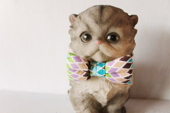 Bow tie cat collar >> Small dog bow tie >> Blue, purple, green, tan, brown bow tie, white leather strap and silver buckle >> Pet gift