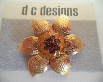 Fabulous Unsigned Vintage Small Goldtone/Rhinestone Flower Brooch/Pin
