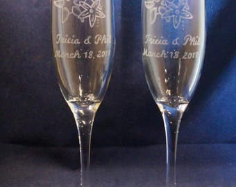 2 Personalized Wedding Champagne Flutes with engraved Starfish,  Free Personalization