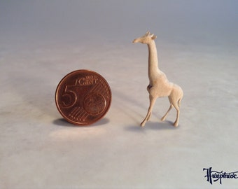 Wooden miniature giraffe Scale 144 (Natural wood)