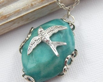 Green Agate and Silver bird Gemstone Necklace, Semi Precious Gemstone Necklace, Bird Necklace, Silver Necklace