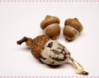 Cute As Can Be Acorn Sewing Needle Emery/Pin Cushion with Acorn Cap - ACORNH