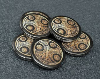 Doctor Who Time Lord symbol pin button badge – Gallifreyan writing seal – cosplay prop replica – fandom costume accessory