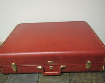 Large Taperlite Suitcase , 26 by 20 ,* hard shell , ** mid century luggage *