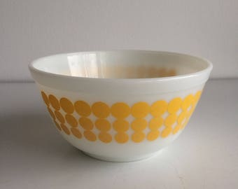 Vintage Pyrex Yellow Dot Mixing Bowl #402