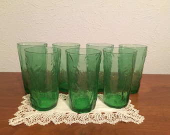 POODLE CIRCUS / / 1950's Morgantown Crinkle Green Glass Tumblers - Set of 7 tumblers, excellent condition. - Reduced Price -
