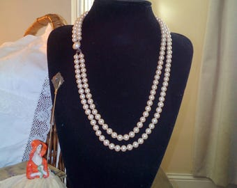 Soft pink vintage faux  pearl double stranded beaded necklace 1950s-60s
