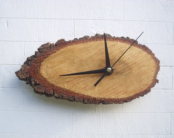 Watch on natural oak slice protected with dried wood oil for two years