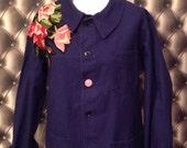 Veste bleue de travail vintage customisee canevas canevas motif roses