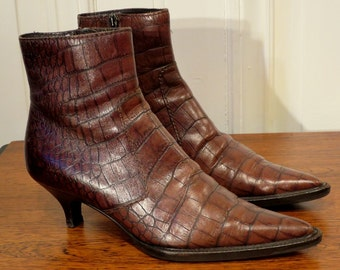 Boots PRADA pointed, Brown, Croc, size 35 Italian way