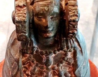 Lady of Elche according to the piece discovered in Spain in 1897
