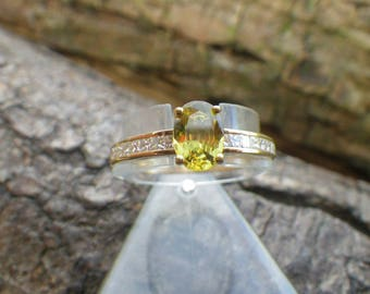18ct Yellow Gold Green Apatite and Diamond Ring