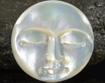 Lustrous Mother-of-Pearl SHELL FACE CAMEO-style Carving Cabochon 3.20 g