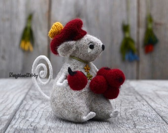 Mouse with berries, Needle felting, Grey mice, Happy Birthday Gift, Home decor, Felted animal, Wool Rat, Soft sculpture, Fiber,NeighborKitty