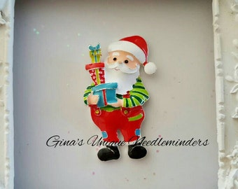 Santa With Gifts  Needle Minder