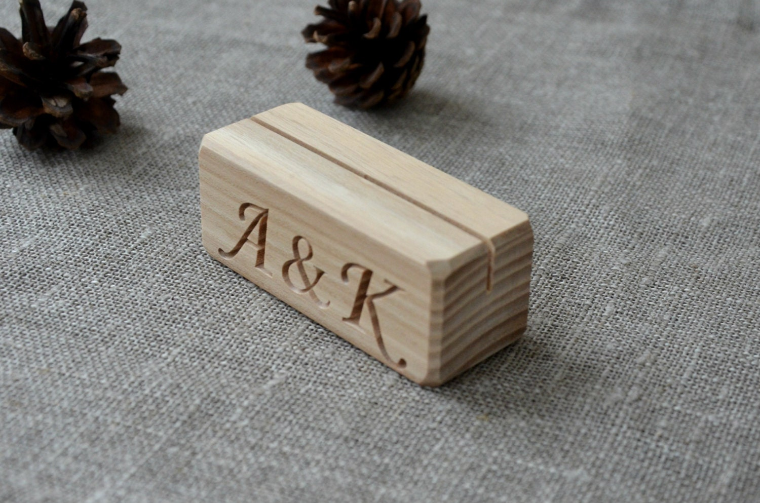 10 personalized wood place card holders for weddings diy for Personalized wedding place cards