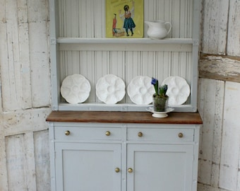 Dresser/Solid Wood/Vintage/Shabby Chic/painted furniture/painted dresser/hand painted